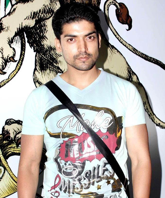 Gurmeet Dashing Look Pose For Camera At House Of Marley Event