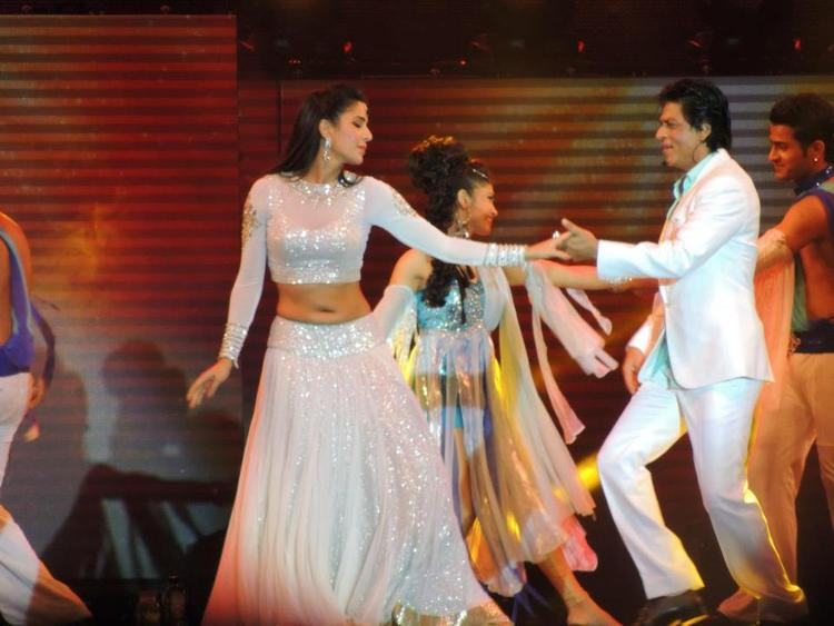 Katrina And Shahrukh Looked Gorgeous In White At Temptation Reloaded Concert  Event