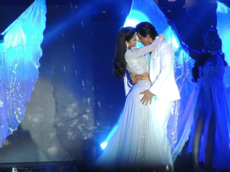 Katrina And Shahrukh Nice Chemistry At Temptation Reloaded Concert  Event