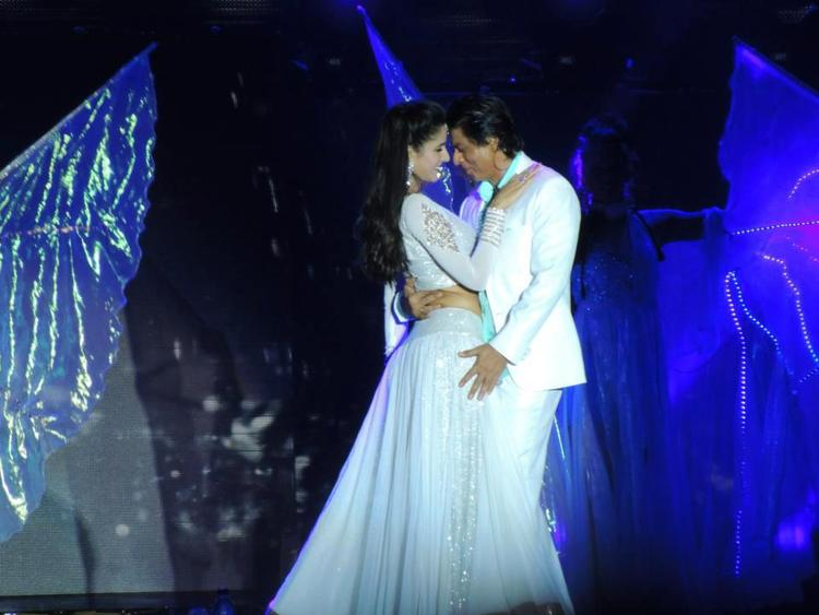 Katrina And Shahrukh Romance In Dance At Temptation Reloaded Concert  Event