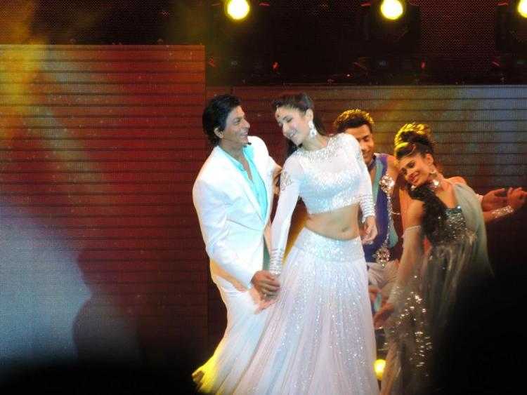 Katrina And Shahrukh Stunning Performance At Temptation Reloaded Concert  Event