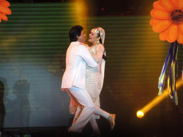 Shahrukh And Preity Hug Still During Dance At Temptation Reloaded Concert  Event