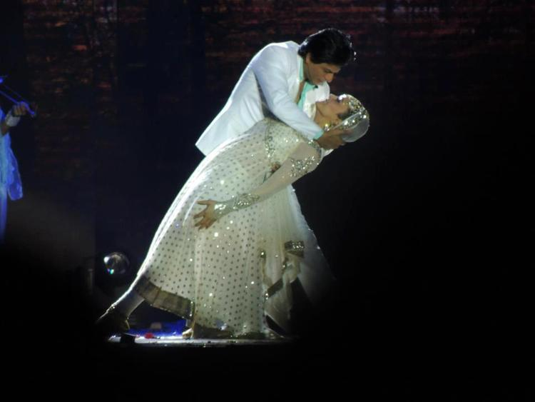 Shahrukh And Preity Romance Photo Clicked At Temptation Reloaded Concert  Event