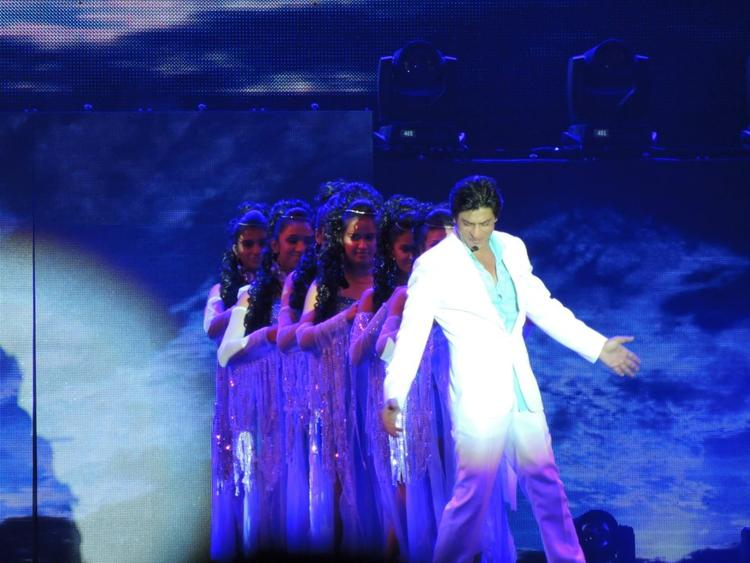 Shahrukh In His Usual Style At Temptation Reloaded Concert  Event