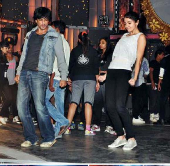 Shahrukh And Anushka Rehearsal For 58th Idea Filmfare Awards 2013