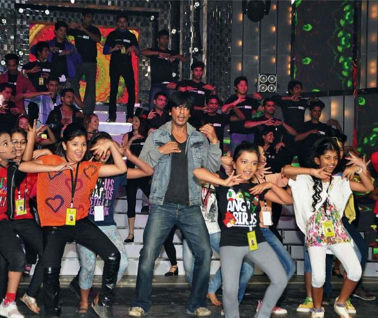SRK Performed With Kids At 58th Idea Filmfare Awards 2013