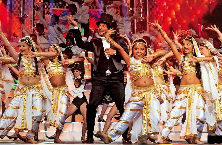SRK Shakes His Legs With Kids At 58th Idea Filmfare Awards 2013
