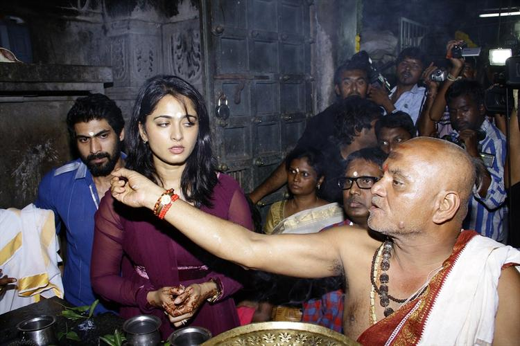 Anushka And Rana Worship Still At Rudrama Devi Movie Launch In Warangal