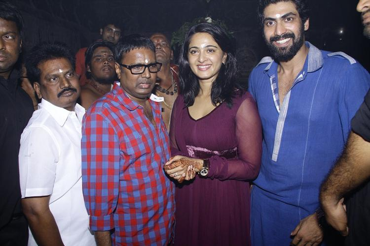 Gunasekhar,Anushka And Rana Posed For Camera At Rudrama Devi Movie Launch In Warangal