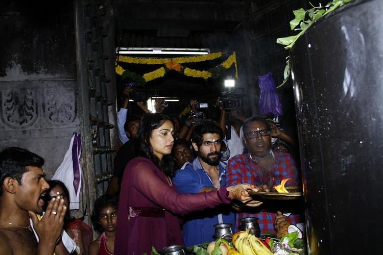 Rana And Anushka Offers Aalati On The Shiva Lingam In The 1000 Pillared Temple In Warangal