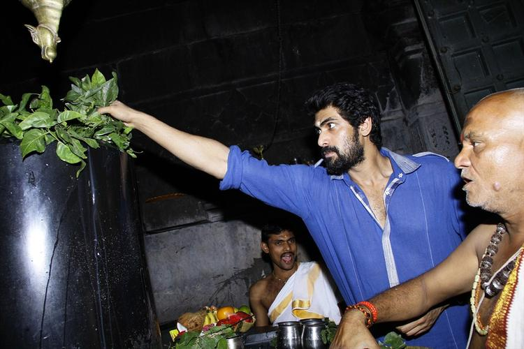 Rana Daggubati Offers Milk On The Shiva Lingam In The 1000 Pillared Temple In Warangal