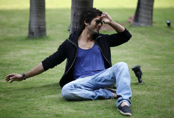 Shahid Kapoor Cool Nice Look Photo Shoot For Hindustan Times Magazine Feb 2013