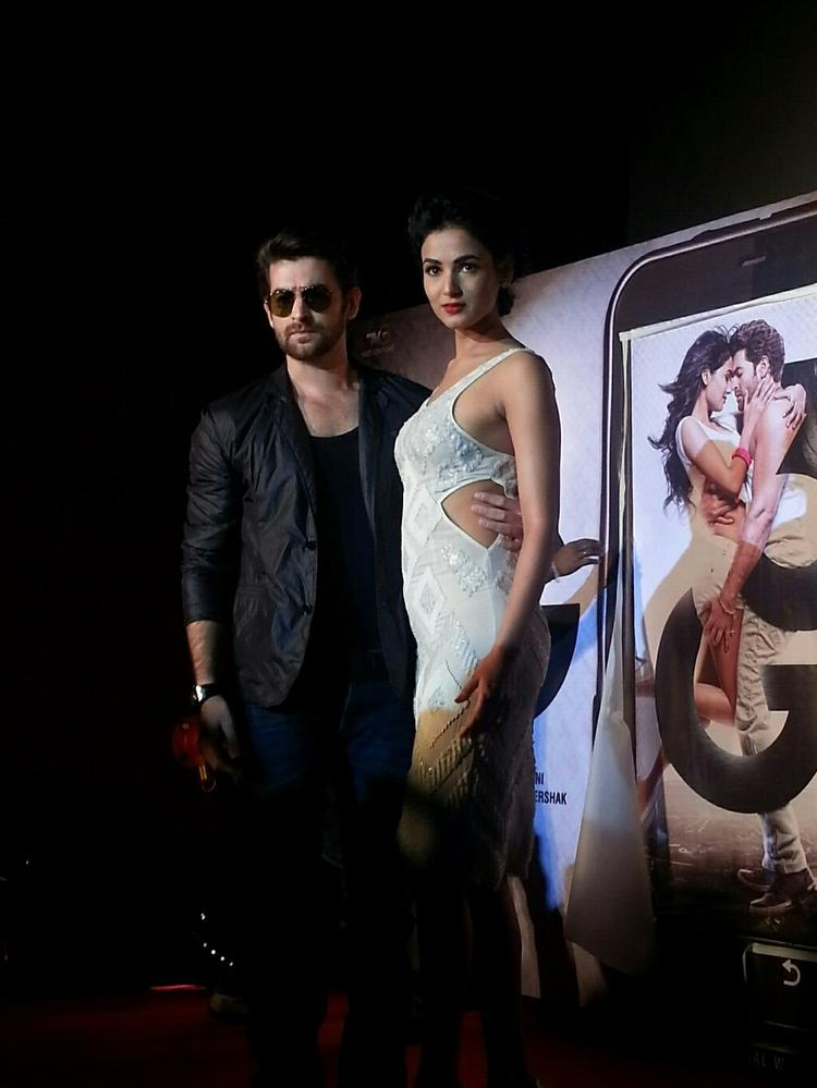 Neil Nitin And Sonal Sexy Look Pose At Launch Of Track Kaise Baataon From Film 3G