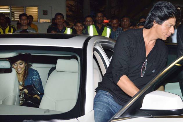 Shahrukh Khan Smart Look At Mumbai International Airport