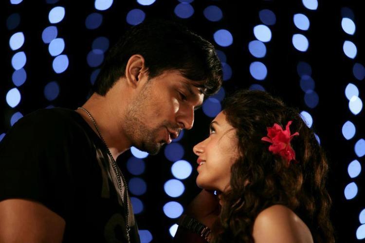 Aditi Rao And Randeep Romance Scene Photo Still From Thriller Movie Murder 3