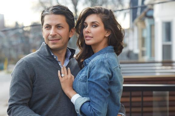 Lisa Ray And Jason Dehni Spicy Look Photo Still In Jeans