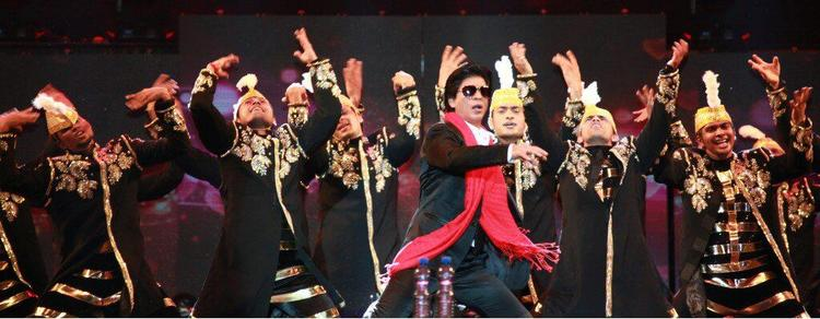 Shahrukh Khan Rocked At Temptations Concert In Muscat 2013