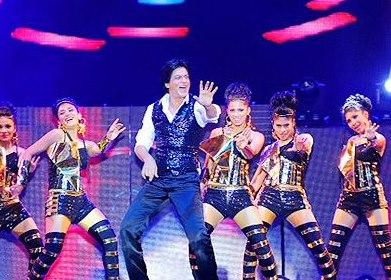 Shahrukh Khan Shakes His Legs At Temptations Concert In Muscat 2013
