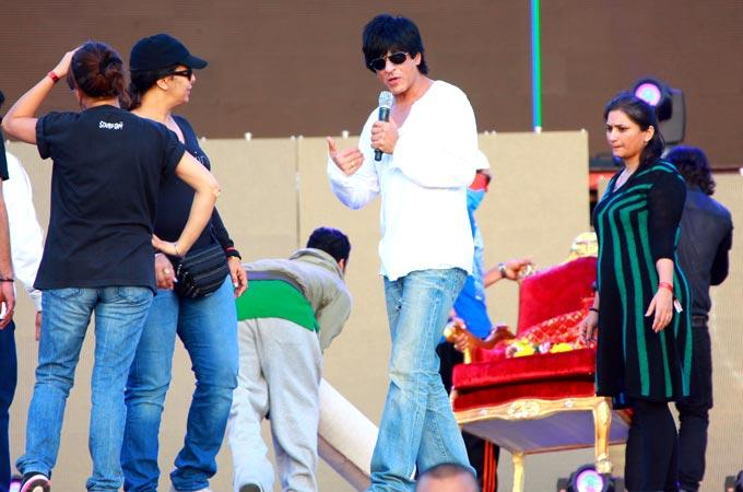 Shahrukh Khan Speaks On At Temptations Concert In Muscat 2013