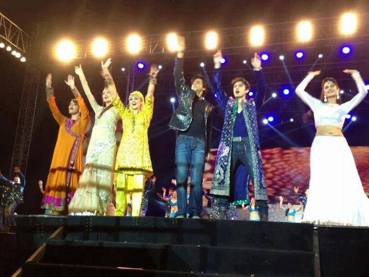 Shahrukh Khan At Temptations Concert In Muscat 2013