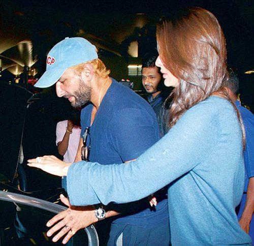Saif Ali With Wife Kareena Snapped At Airport