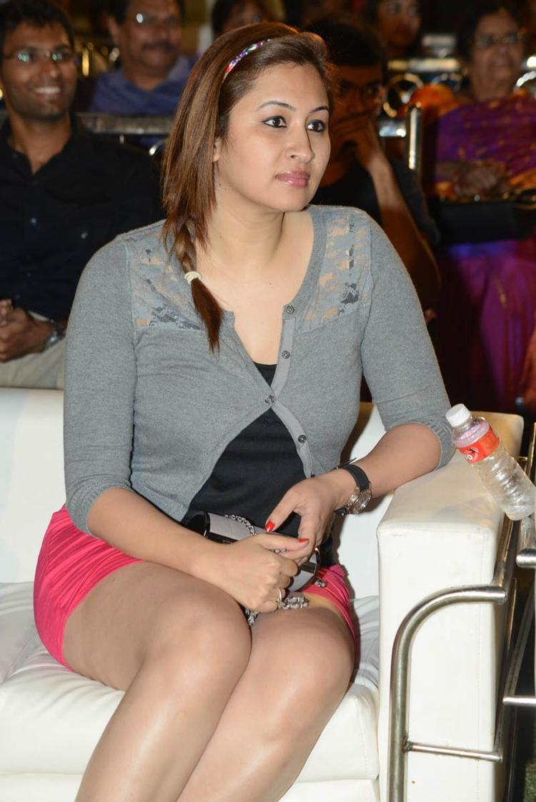 Jwala Gutta Sexy Leg Show Photo Clicked At Back Bench Student Audio Release
