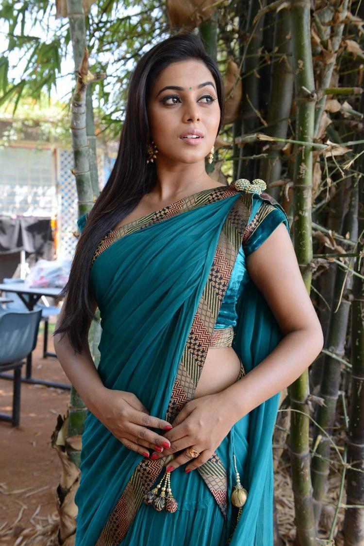 Poorna In Saree Posed During The Telugulo Naaku Nachani Padam Prema Movie Opening Event