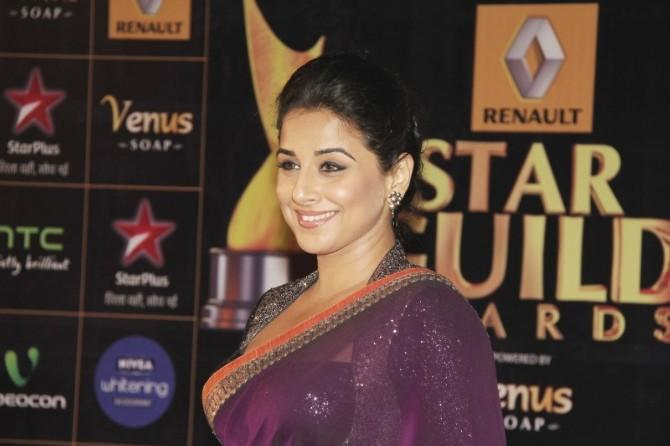 Vidya Balan Smiling Cute Look At 8th Renault Star Guild Awards 2013