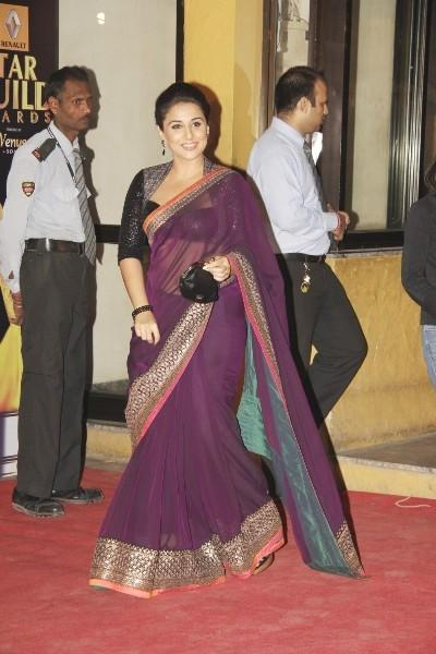 Vidya Balan Walks In Red Carpet To Attend The 8th Renault Star Guild Awards 2013