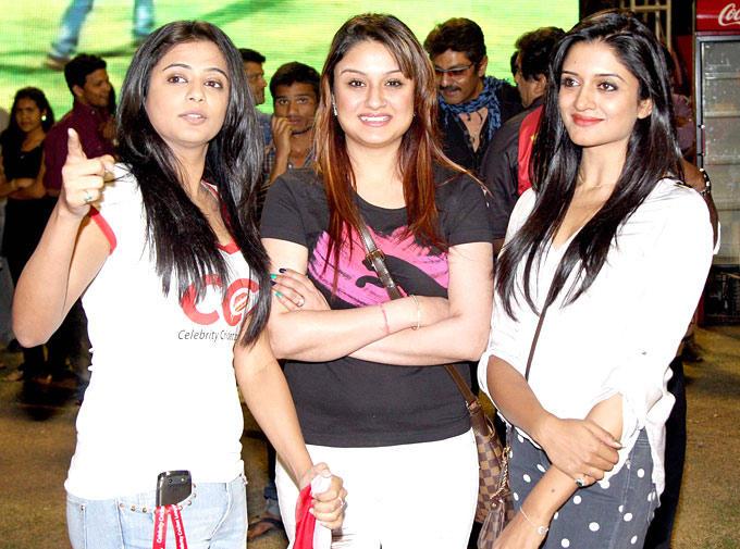 Priyamani And Vimala Raman Smiling Pose Photo Clicked At CCL 3 Match In Hyderabad