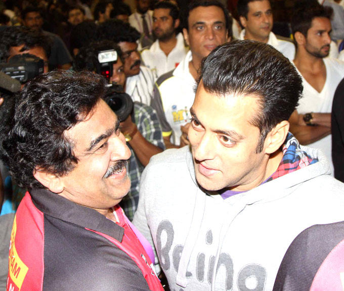 Salman Khan Greets A Celeb Photo Clicked At CCL 3 Match In Hyderabad