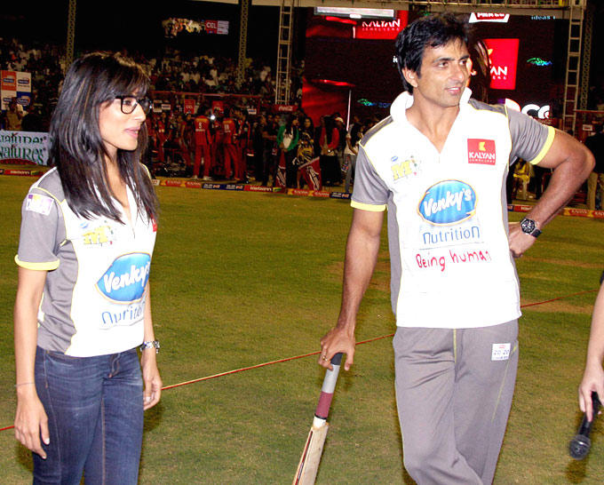 Sonu And Chitrangada Photo Clicked In Field At CCL 3 Match In Hyderabad