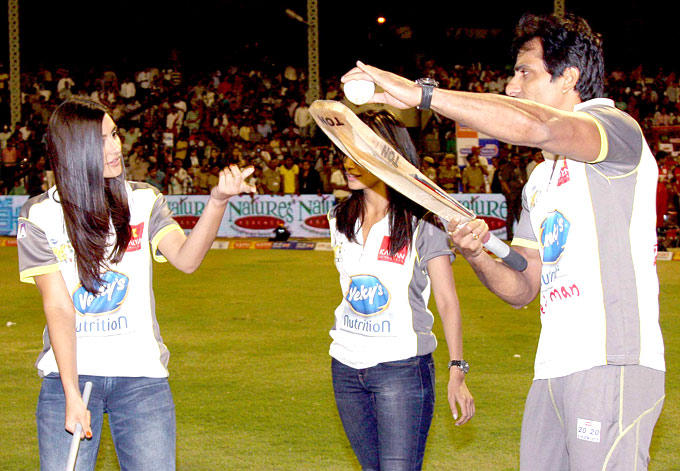 Sonu Gives Nargis Fakhri Some Cricketing Tips At CCL 3 Match In Hyderabad