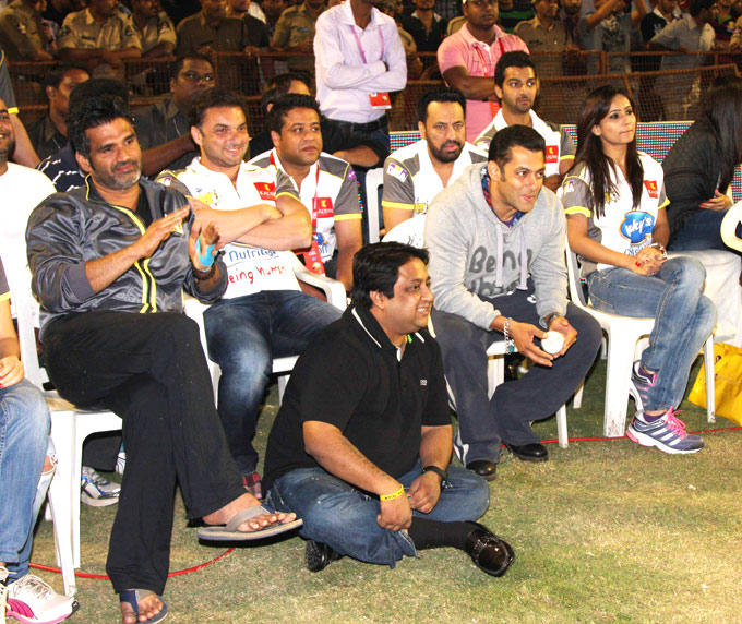 Suniel,Sohail,Salman And Shera Watch The Match At CCL 3 Match In Hyderabad