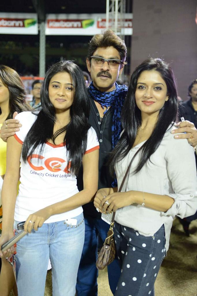 Jagapathi With Priyamani And Vimala Smiling Pose For Camera At CCL 3 Telugu Warriors Vs Mumbai Heroes Match