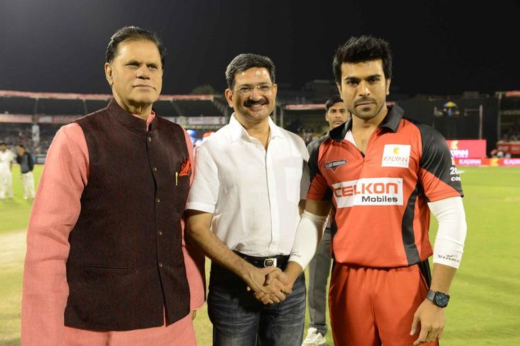 Ram Charan With Guests Posed For Camera At CCL 3 Telugu Warriors Vs Mumbai Heroes Match