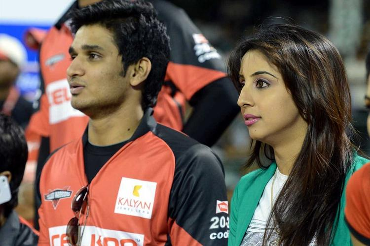 Sanjjanaa Enjoying The Match At CCL 3 Telugu Warriors Vs Mumbai Heroes Match