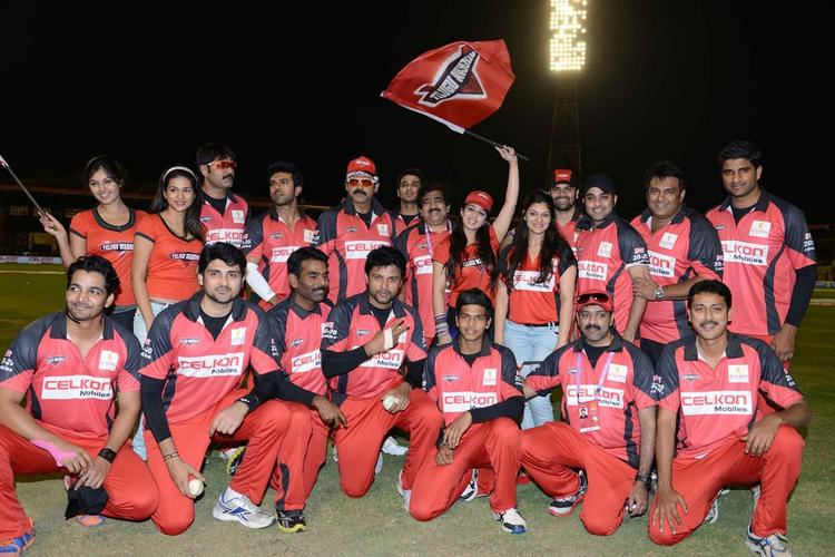 Telugu Warrior Team Pose For Camera At CCL 3 Telugu Warriors Vs Mumbai Heroes Match
