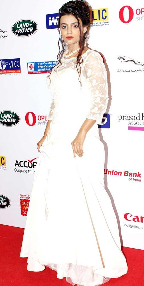 A Bollywood Celeb Strut The Ramp For The Smile Foundation