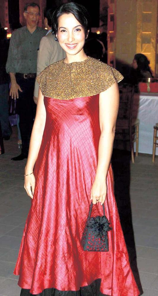 Shraddha Nigam Looks Pretty At Gala Dinner For The 15th Edition Of The RPG Art Camp