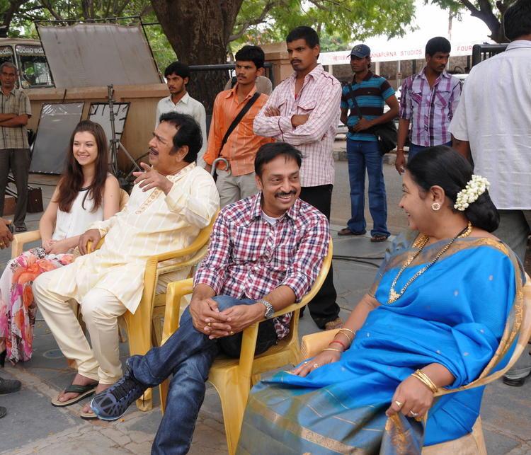 Tashu And Jeeva Photo Still On Location Of Movie Gola Seenu