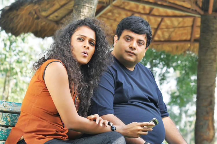Krishnudu And Sonia Nice Expression Photo Still From Movie Mr Manmadha