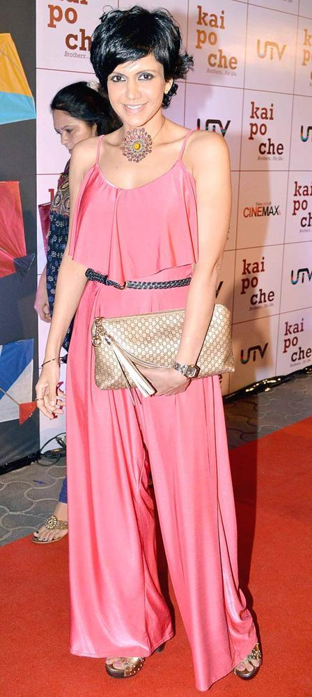 Mandira Glamour Look Pose At Kai Po Che Premiere Show Event