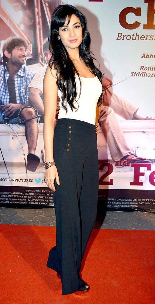 Sonal Chauhan Strikes A Pose At Kai Po Che Premiere Show Event