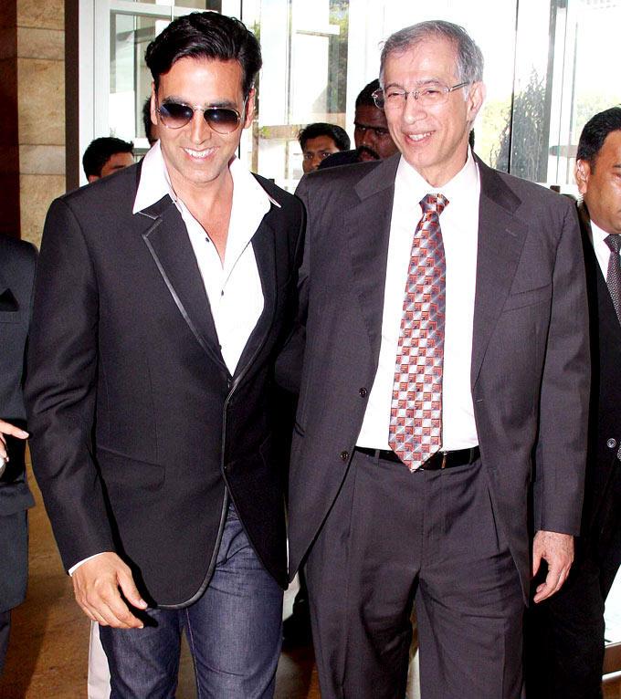 Akshay And Niranjan Walking Photo Clicked At IMC Fusion 2013 Awards