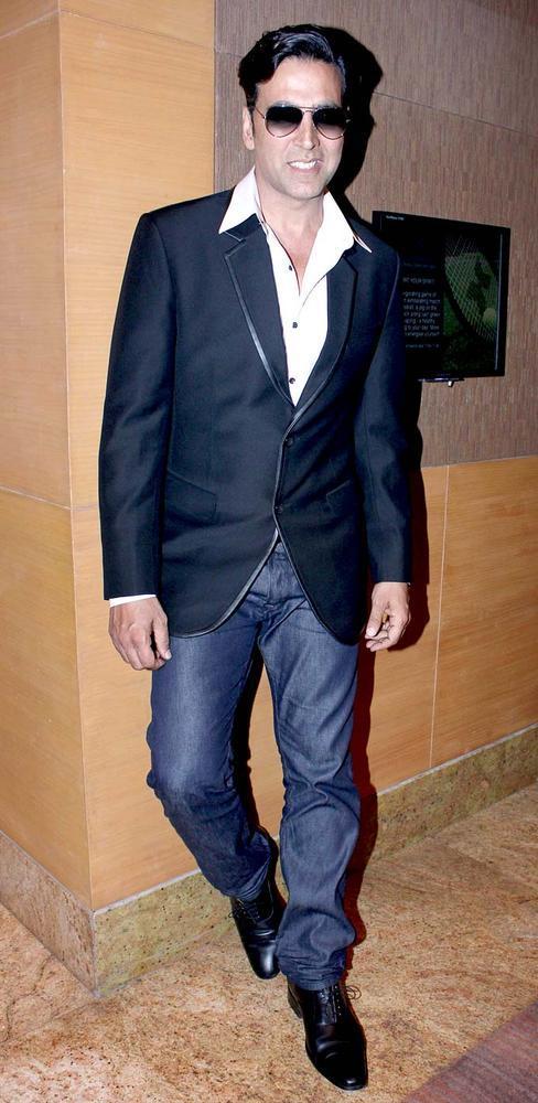 Akshay Stylish Look Pose For Camera At IMC Fusion 2013 Awards