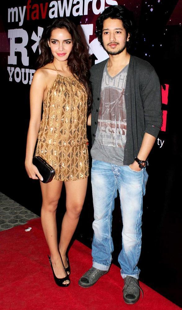 Shazahn Padamsee And Rajat Barmecha Posed In Red Carpet At My Fav DJ Awards 2013