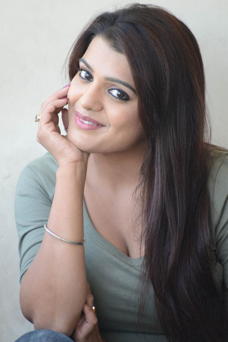 Tashu Kaushik Dazzling Look Spicy Still At Telugabbai Movie Press Meet