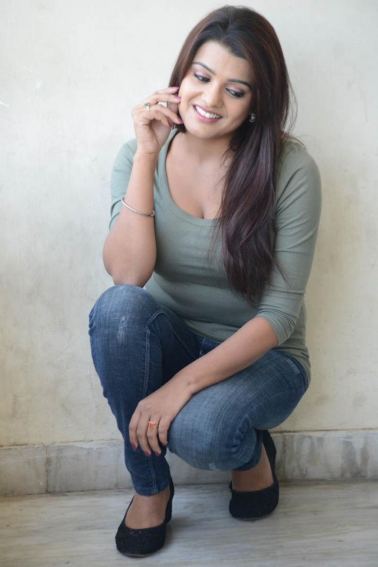 Tashu Kaushik In T-Shirt And Jeans Stunning Look Still At Telugabbai Movie Press Meet
