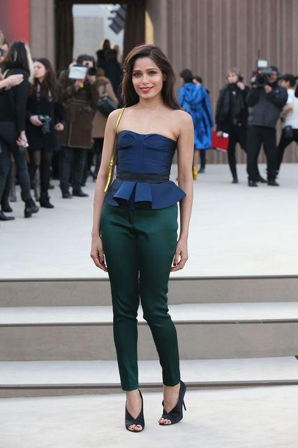Freida Pinto Pose For Camera At Burberry Fashion Show